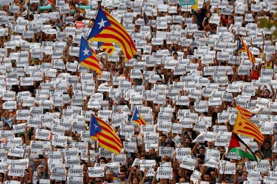 Marcha en Barcelona: cacerolazo contra la intervención de Rajoy sobre Cataluña